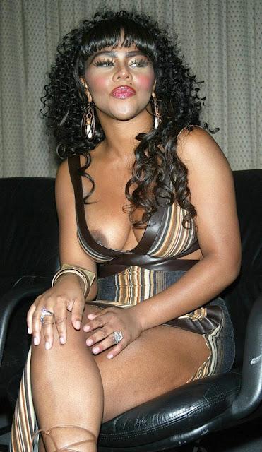 http://4.bp.blogspot.com/-4L7FTe-T0Uw/TwU2g-WbNQI/AAAAAAAAHkg/CEZREXP1qcQ/s640/Lil+Kim.jpg