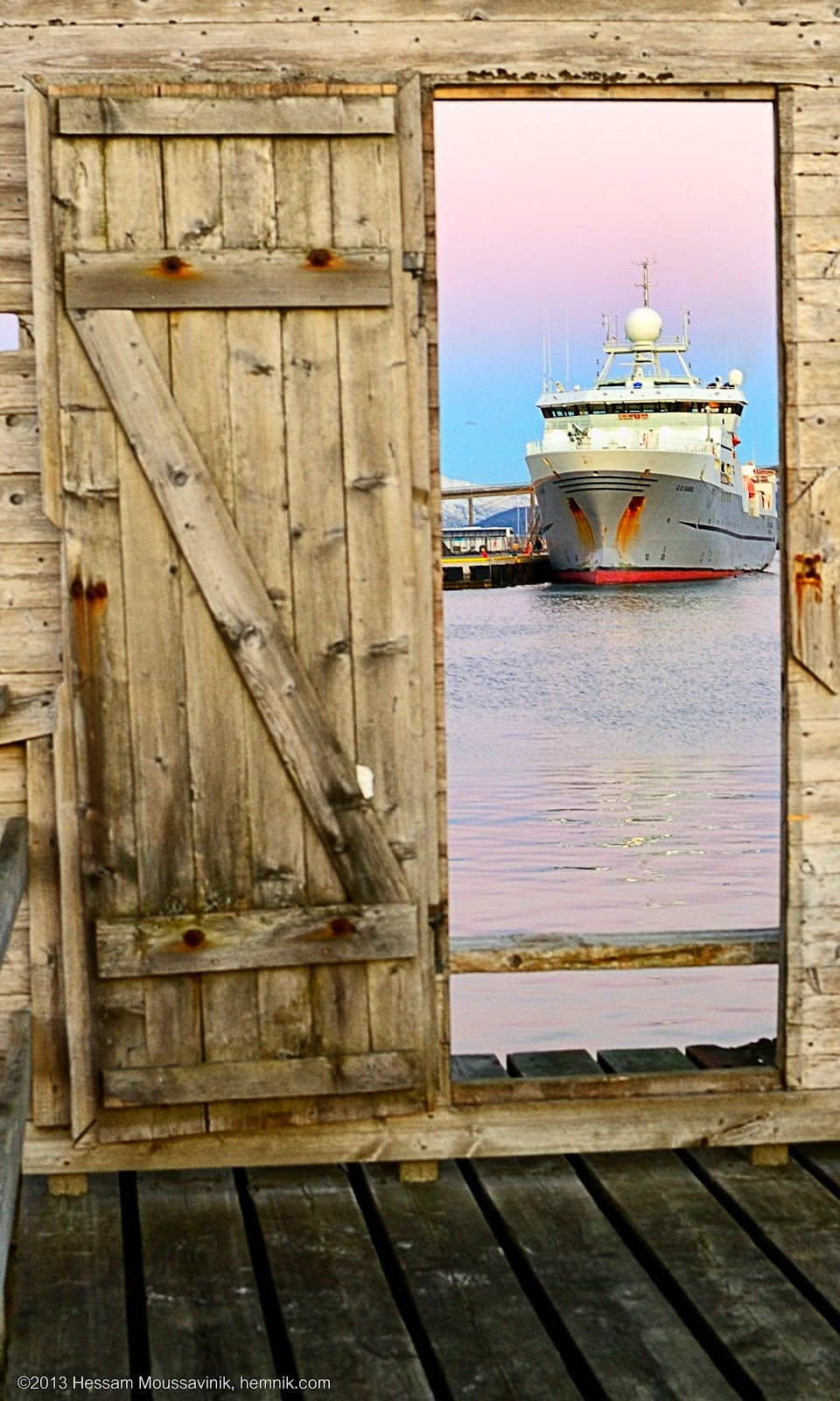 Photo of a ship at the door