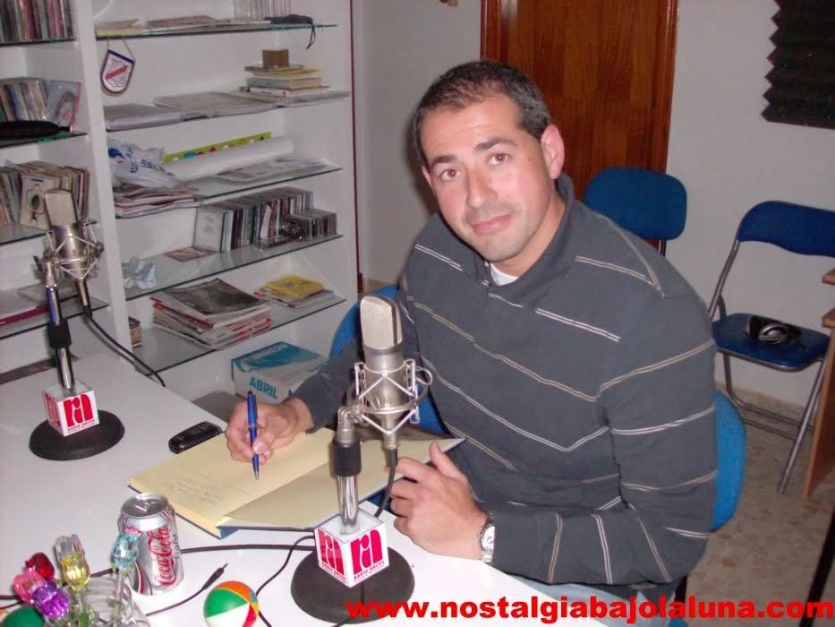 FIRMÓ EL LIBRO DE NOSTALGIA BAJO LA LUNA