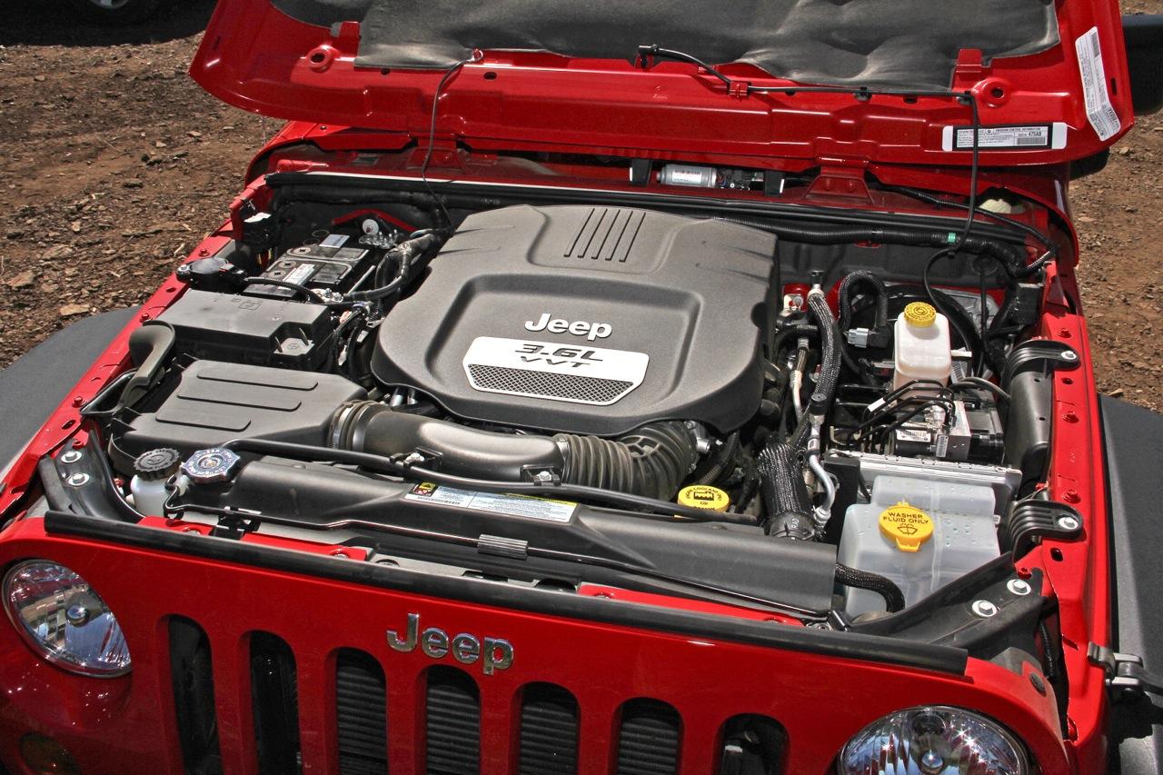 all car reviews 02 2012 jeep wrangler major improvements to off road. Black Bedroom Furniture Sets. Home Design Ideas