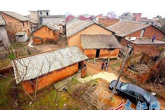 Δείτε πως αυτοδημιούργητος Κινέζος εκατομμυριούχος δείχνει την ευγνωμοσύνη του στο χωριό που μεγάλωσε.