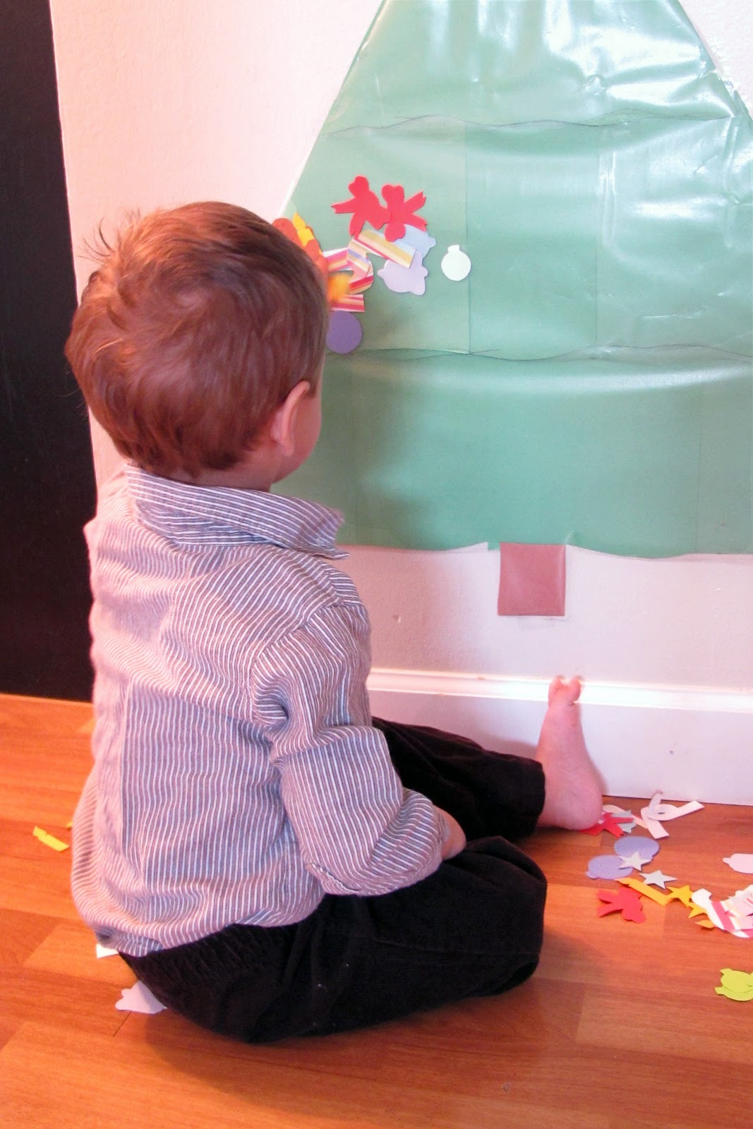 Peaceful Parenting: Decorating a Contact Paper Christmas Tree