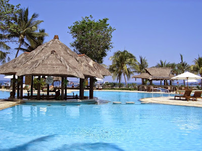 http://gallery-wisata.blogspot.com/2015/05/wisata-ke-pantai-senggigi-di-lombok-sangat-menyenangkan.html