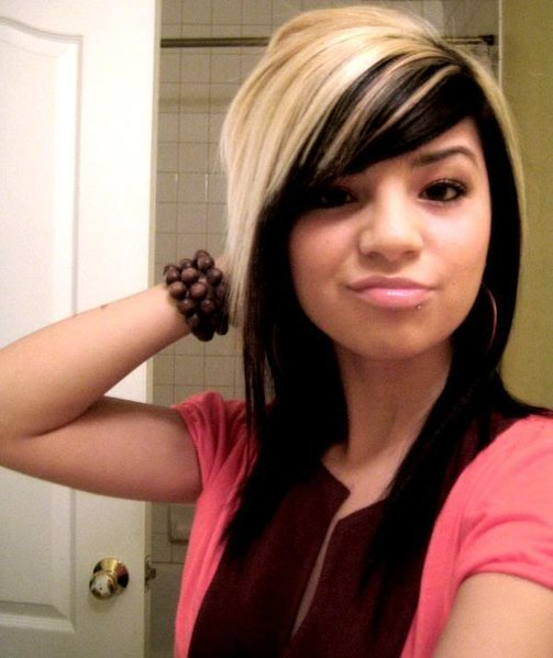 Emo_Girls_Long_Emo_Hairstyles_with_Highlights3.jpg