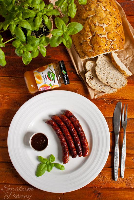 Kiełbaski z sosem barbecue