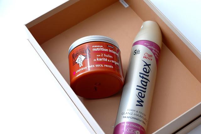 Aufgebrauchte Haarmaske und Haarspray