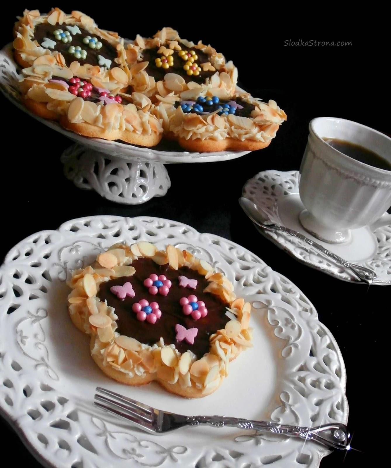 Mini Mazurki z Marcepanem, Konfiturą z Róży i Czekoladą - Przepis - Słodka Strona