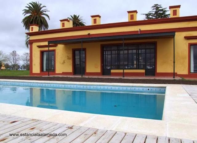 Sector del casco de la Estancia La Alameda con piscina exterior