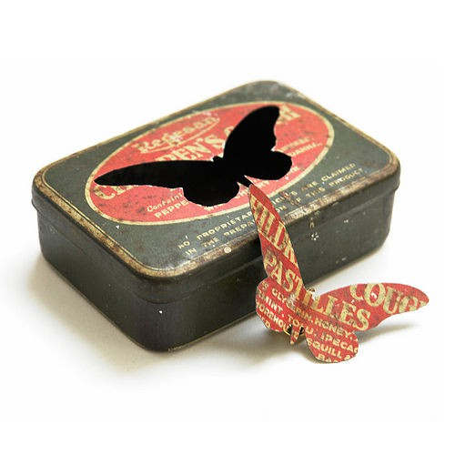 Old fashioned biscuit tins 14