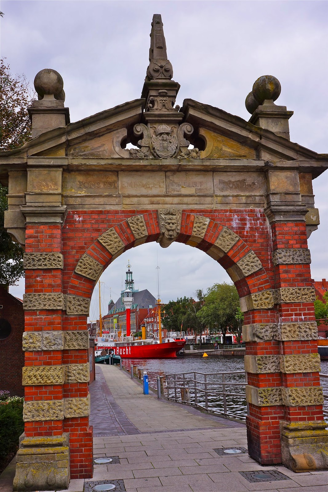 Picture of the harbour gate (hafentor) in Emden.