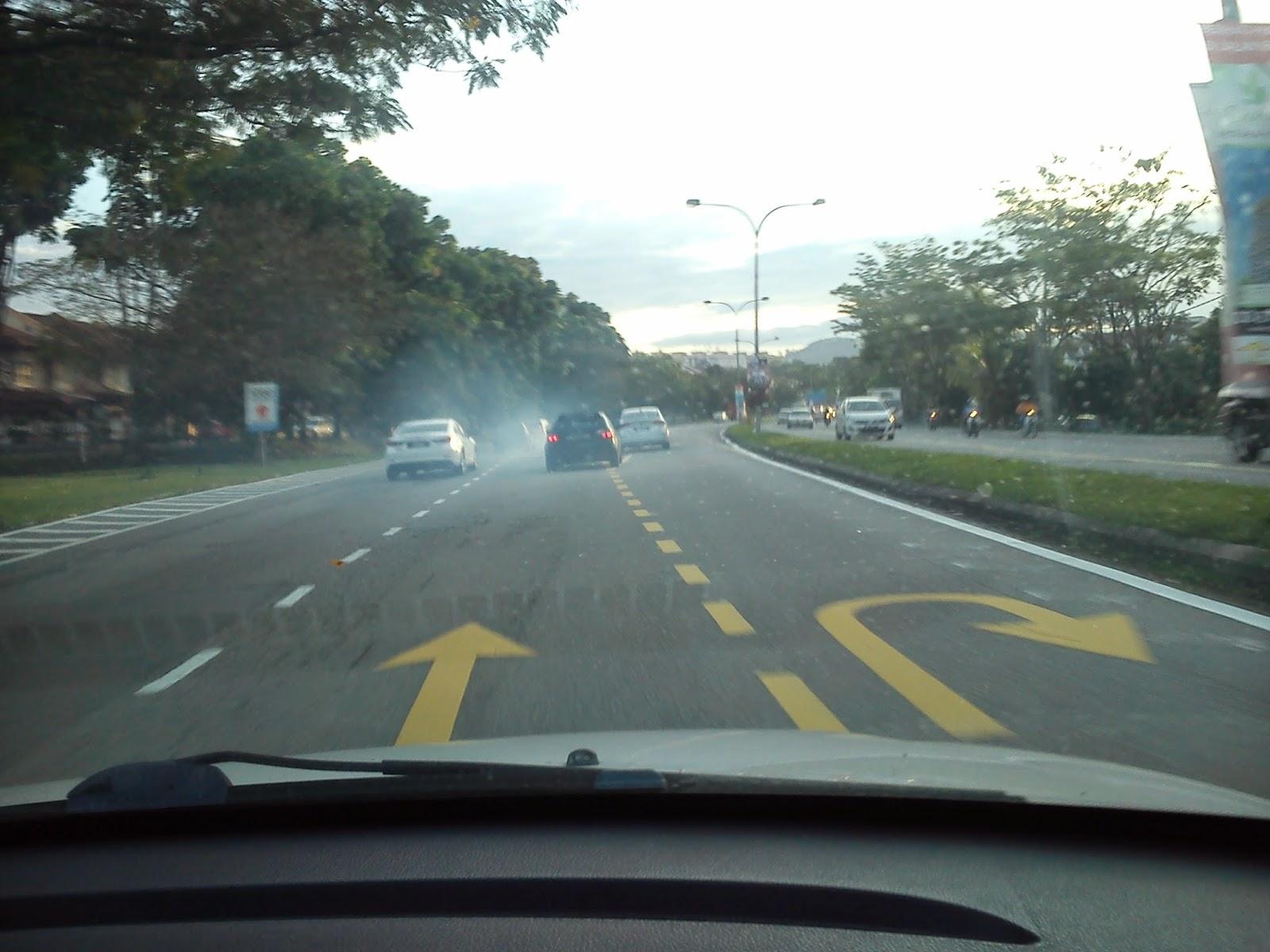Wordless Wednesday Fogging di atas jalan raya