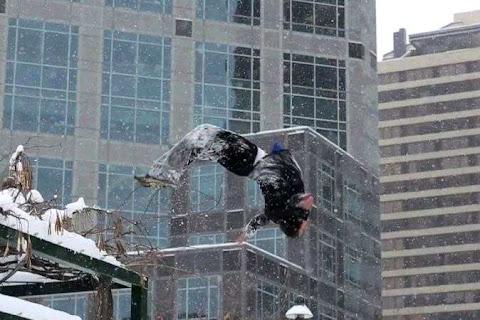 Aksi Gerak Tubuh Di Atas Es Dan Salju