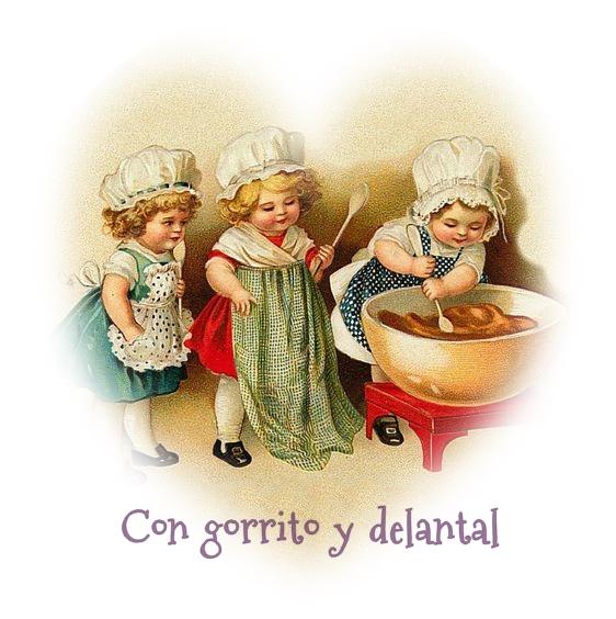 CON GORRITO Y DELANTAL