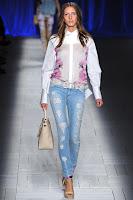 Тесни разнищени джинси с кръпки на Just Cavalli