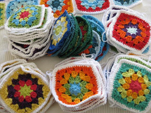 Las tardes de ana crochet manta a cuadros progresos - Mantas de crochet a cuadros ...