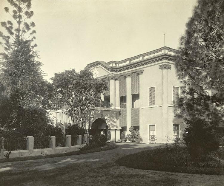 Front view of the Darul Bahar within the Dilkusha Gardens - Burdwan (Bardhaman), Bengal, 1904