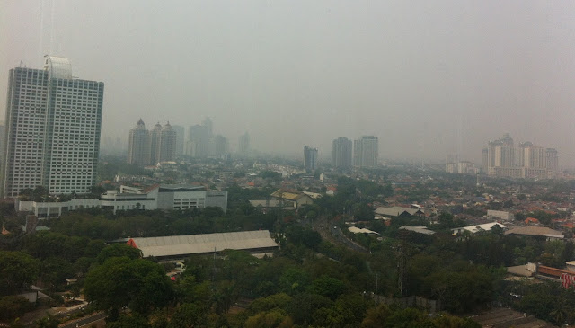 Jakarta Tertutup Asap Tipis dari Kalimantan