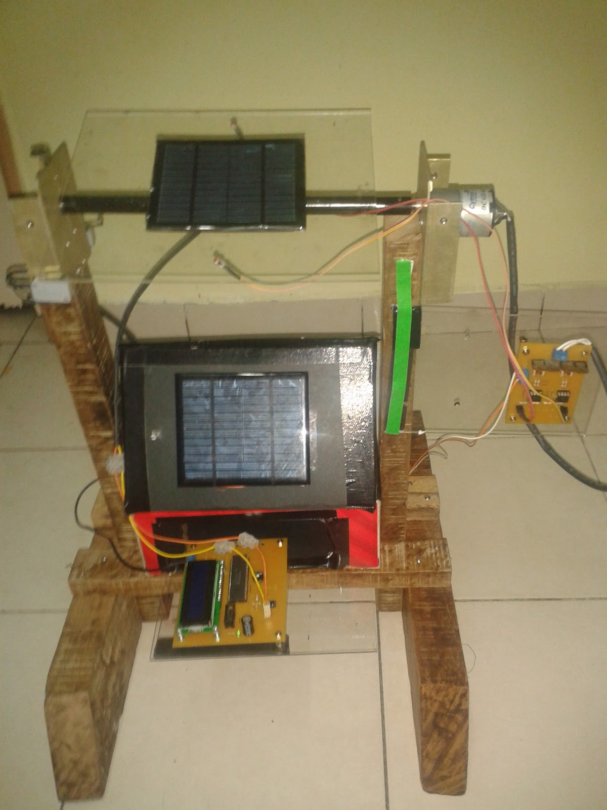 Single Axis Solar Tracking System For Low Power Application Tracker Circuit