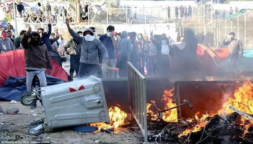 Οι εισβολείς  εξεγείρονται στα νησιά και η Τουρκία ετοιμάζεται να στείλει τρία εκατομμύρια πρόσφυγες στην Ελλάδα