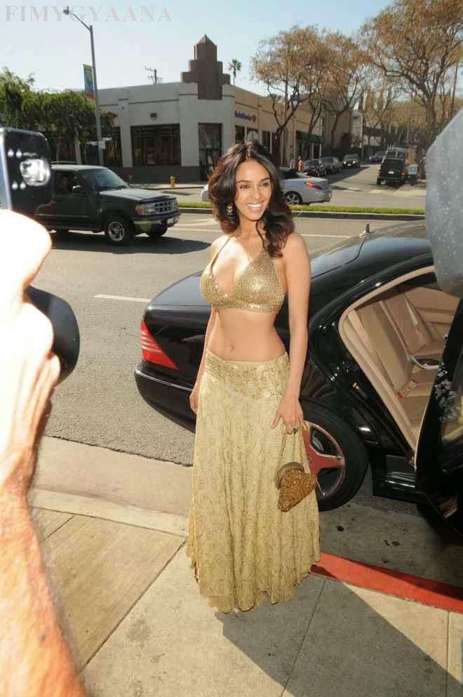 Mallika Sherawat Flaunting Massive Cleavage At Millions Of Milkshakes In West Hollywood