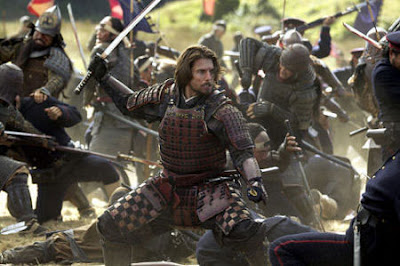 Tom Cruise as Nathan Algren, wearning samurai armour, fighting against emperor's forces, The Last Samuraii, directed by Edward Zwick