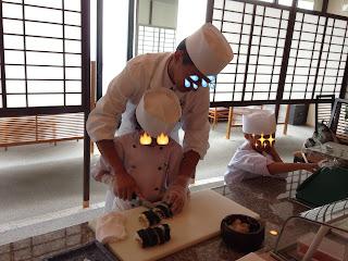 2cm幅でカット(キッズアカデミー 板前さんと巻き寿司作り体験)