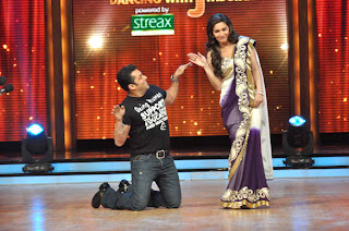 Salman Khan & Katrina Kaif on the sets of 'Jhalak Dikhhla Jaa 5'
