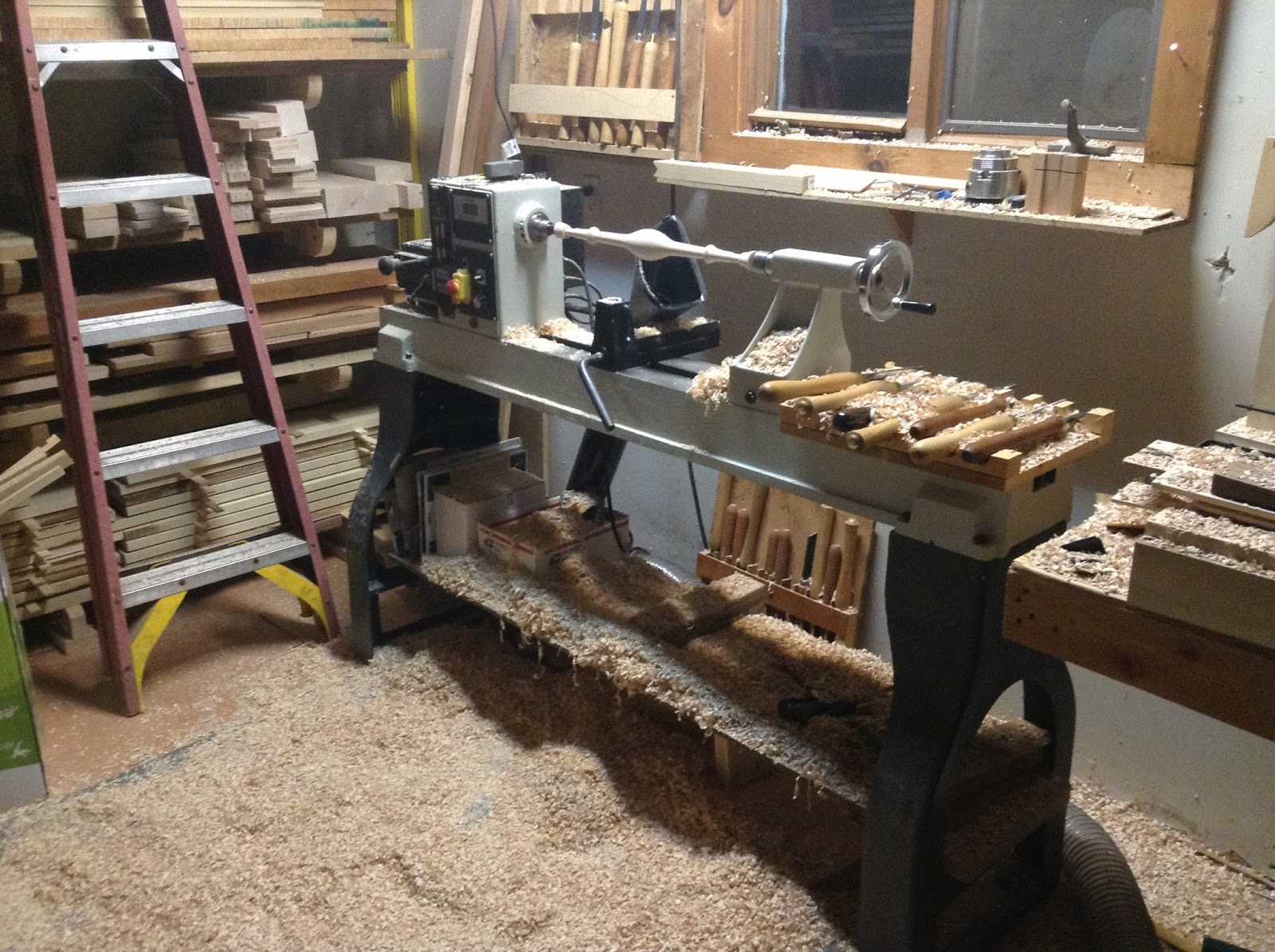lathe for turning furniture parts
