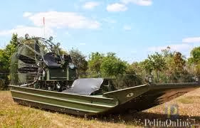 Swamp boat yang bisa berjalan di rawa