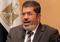 الحرس الجمهوري يصل منزل «مرسي».. والاخوان: «مرسي» لن يتنازل عن حلف اليمين أمام البرلمان