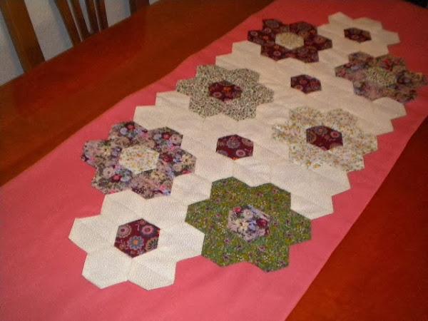 Camino de mesa patchwork aprender manualidades es - Camino mesa patchwork ...