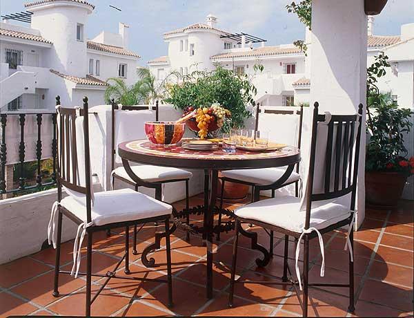 Decoraxpoco balcones terrazas patios for Accesorios para decorar terrazas