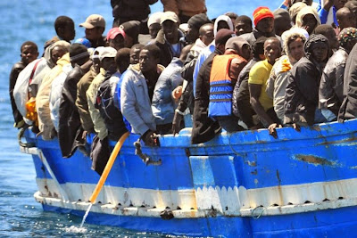 http://4.bp.blogspot.com/-4Peh_F9oY_I/U4EqEMzF25I/AAAAAAAAELM/_uLjp_J1LV4/s1600/LampedusaBoatAfricans2011-e1400558366976.jpg