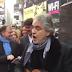 BINTEO: Με μια κιθάρα ο Αντρέα Μποτσέλι τραγουδάει για τους άστεγους σε δρόμο της Νέας Υόρκης!