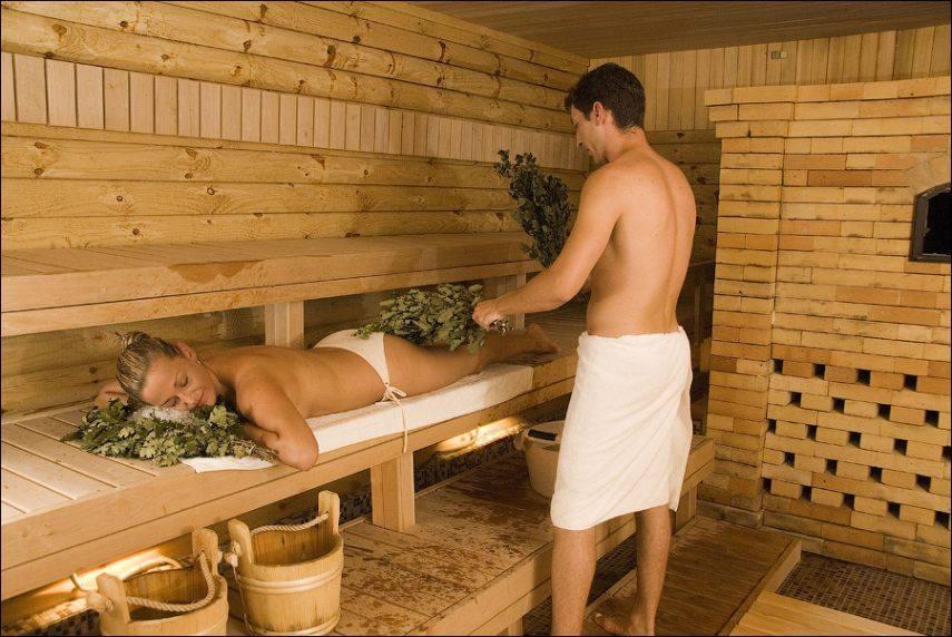 Сисястая девочка моет парня в бане фото 85-396