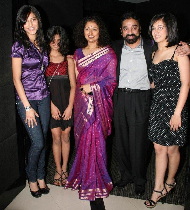 Actor Kamal Hassan Family Photo http://weddingphotosofactors.blogspot.com/2012/04/kamal-hassan-family-photos.html