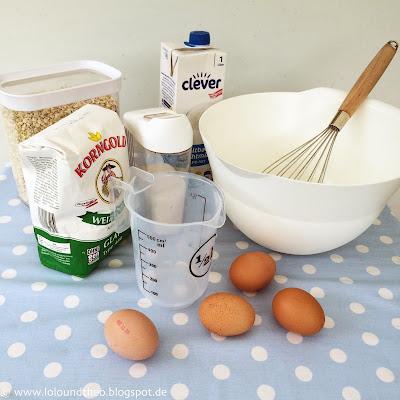 Mehl, Zucker, Haferflocken, Eier, Rührschüssel auf Tisch, Camping
