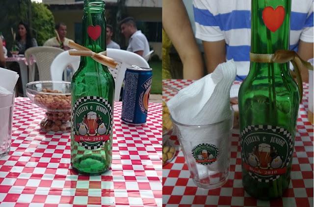 Chá bar evellyn e Junior, tema boteco, muito DIY, incluindo decoração de garrafinhas de cerveja