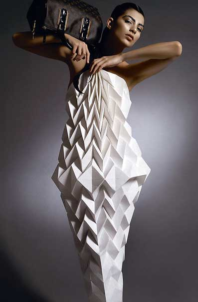 1000 ideas about origami dress on pinterest paper dresses dollar bills and newspaper dress - Robe en origami ...