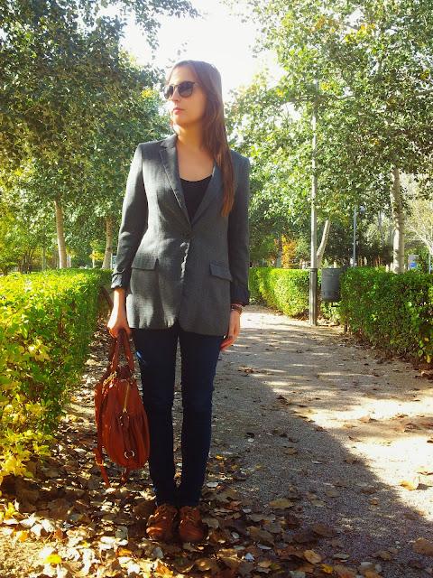 Blazer overside de cuadros vintage de stradivarius, zapatos oxford la combinación perfecta para este otoño
