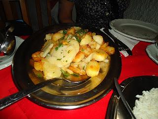 Batatas sauté levemente remexidas