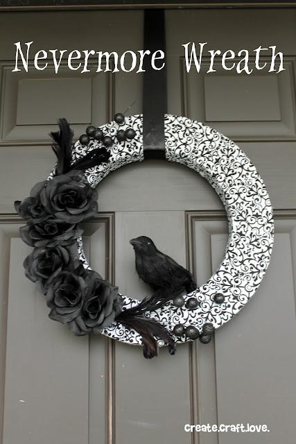 Halloween Wreath via createcraftlove.com #halloween #wreath