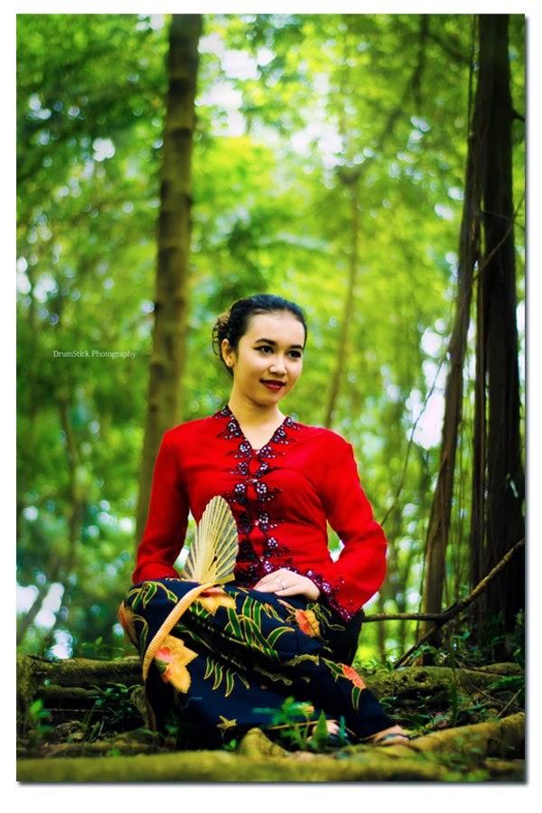 tradisional kebaya
