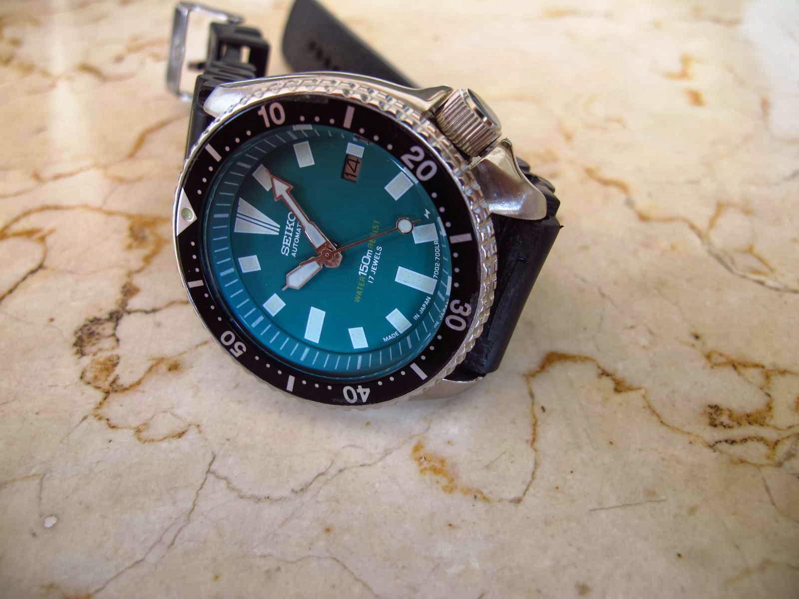Cocok untuk Anda yang sedang mencari jam tangan Diver Japan made dengan warna dial tidak umum yaitu Hijau tentunya dengan bud yang terjangkau