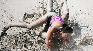 4.+Mud+wrestling