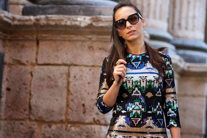 Gafas de Sol Prada 17OS y vestido brillante para un look lady
