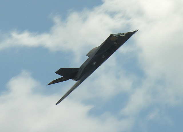 F-117 Nighthawk right turn