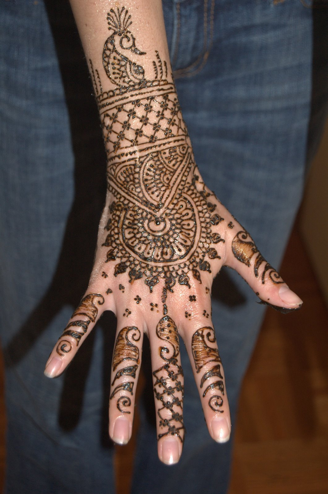 Mehndi On Hands Design : Information technology hand mehndi designs