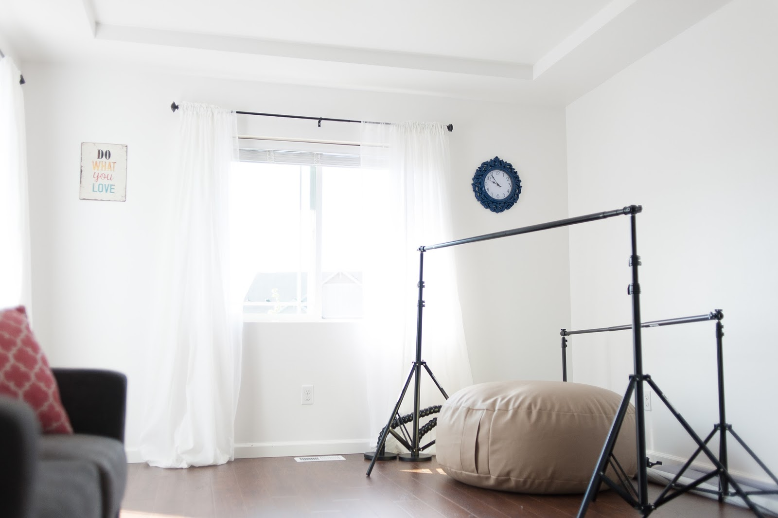 Photography Studio, backdrops and pouf