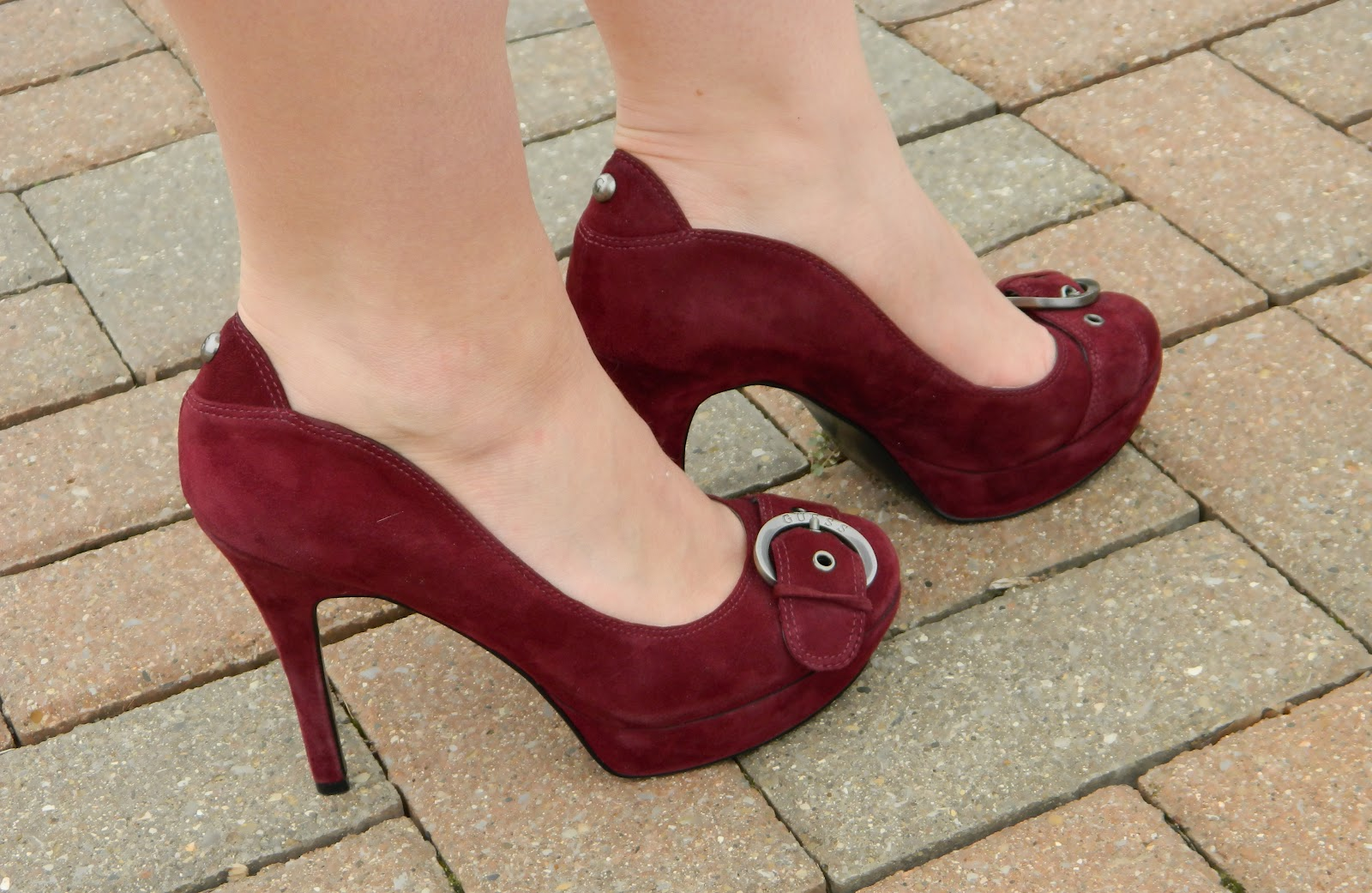 Guess burgundy pumps